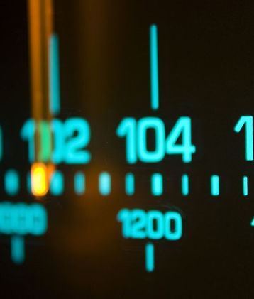 865589-analog-dial-radio (1).jpg