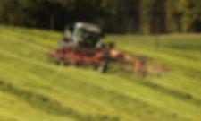 tractor-3382681_1920-min.jpg