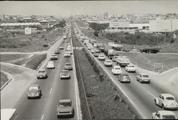 14 Via Dutra (1951) .jpg