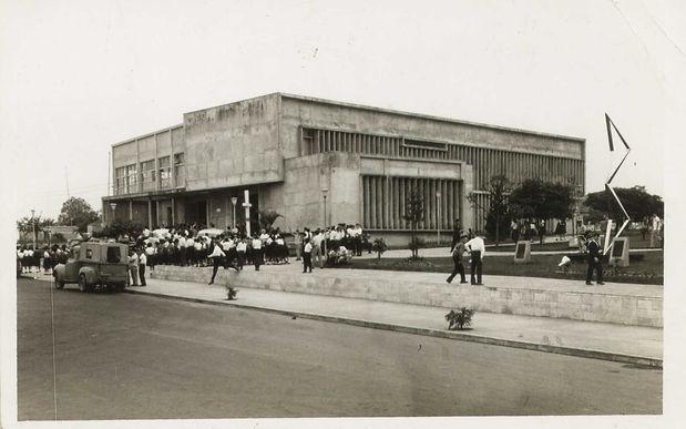 21 Praça Getúlio Vargas... Nova sede da Prefeitura (1958) .jpg