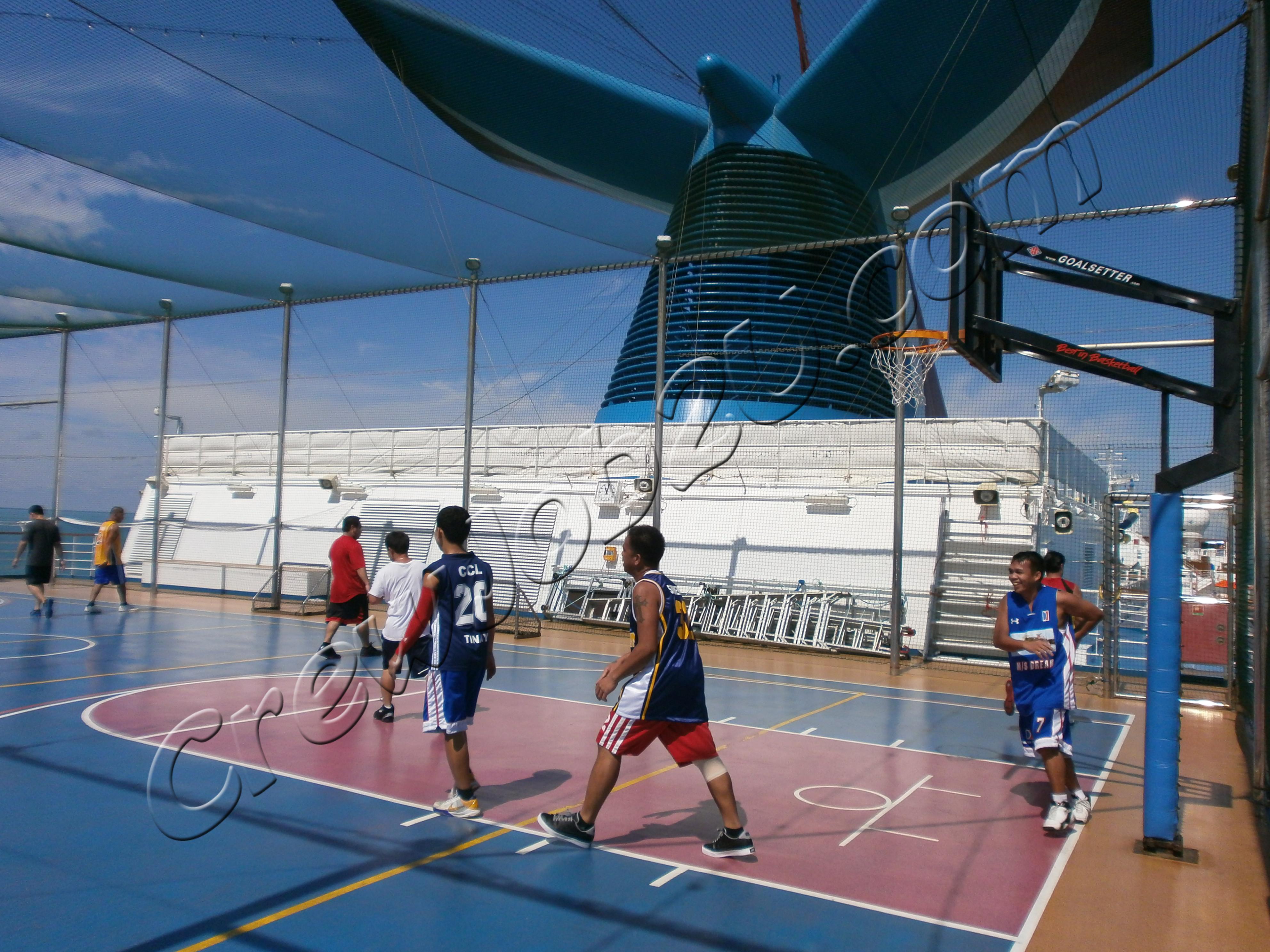 Баскетбол на открытой палубе