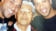Adriano e Ronaldinho com Takahashi