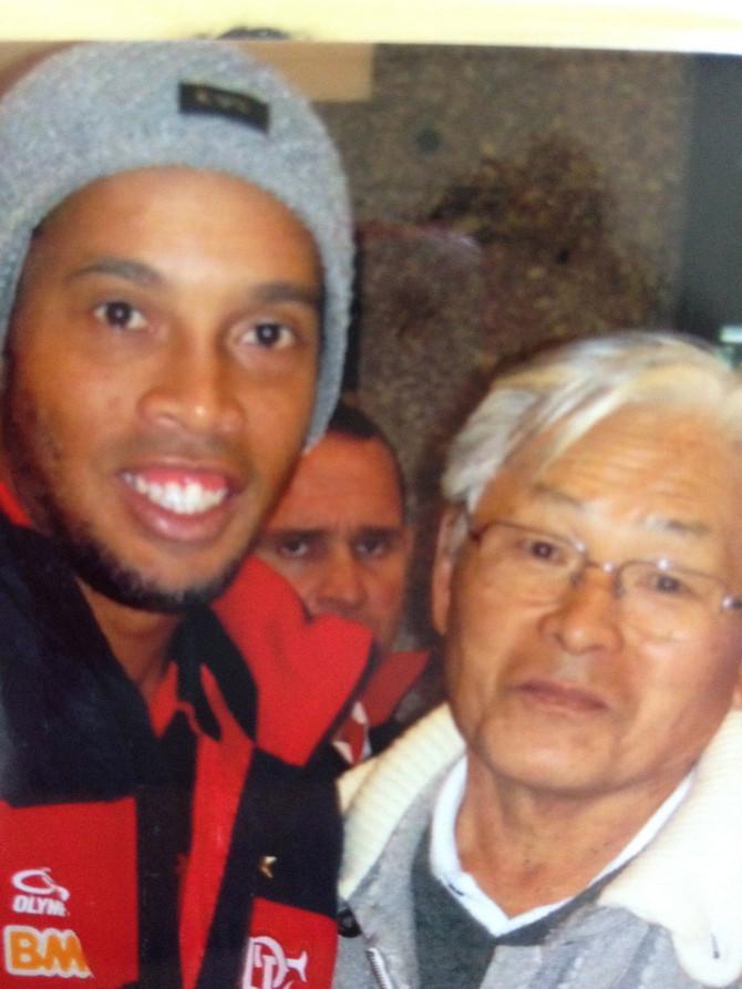 Acupuntura para tratamento do Ronaldinho Gaúcho-R10 com Fumio Takahashi