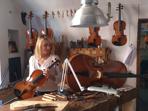 Olga Niklikina | Beim Geigenbauer Frank Eickmeyer, Sardinien