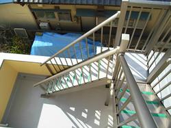 屋上への階段を新設