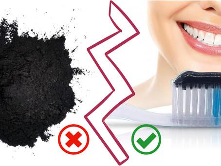 Diferencias entre el uso del carbón activado en polvo y en pastas dentales