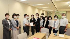 日本共産党都議団は13日、「コロナ対応で奮闘している都立・公社病院の独法化中止に関する申し入れ」を小池百合子知事あてに行いました。西山智之病院経営本部長が応対しました。