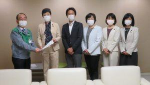 日本共産党都議団は27日、「緊急事態宣言を踏まえ行うべき新型コロナ対策に関する緊急申し入れ」を小池百合子知事宛に行いました。多羅尾光親副知事が応対しました。