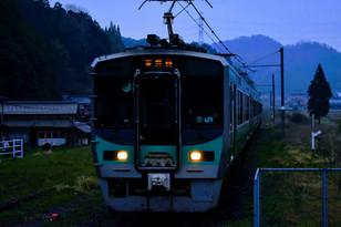 早朝の小浜線 松尾寺駅