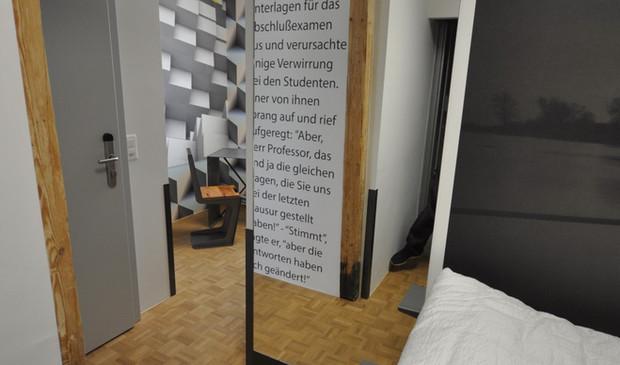 BS16 Hotel Bern Zimmer 2 - Schlafen auf der Holzbrücke - BS16