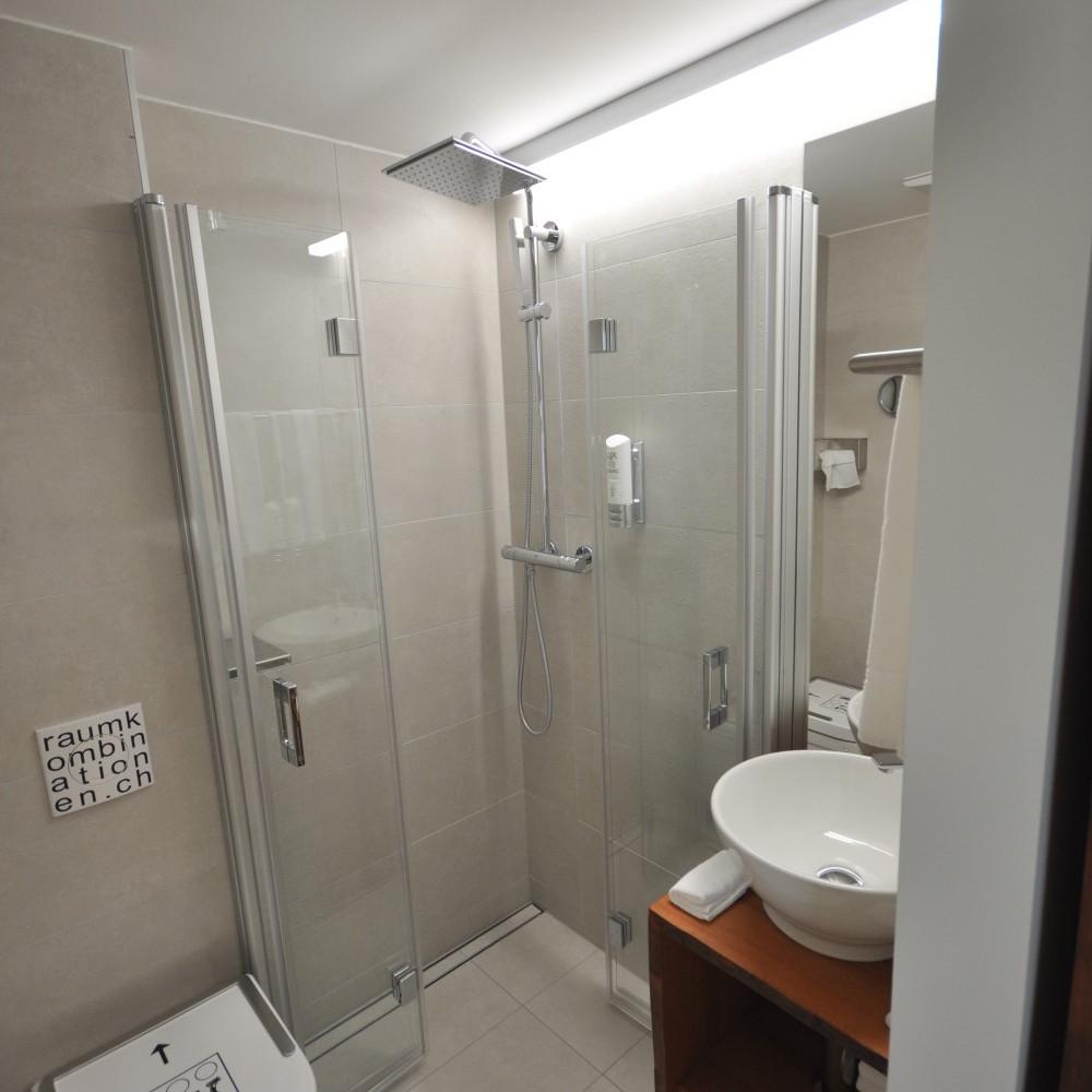 BS16 Hotel Bern Zimmer 13 - Tunnel Black & White - BS16