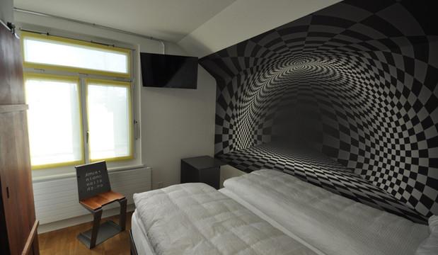 BS16 Hotel Bern Zimmer 18 - Abstraktes Schachbrett - BS16