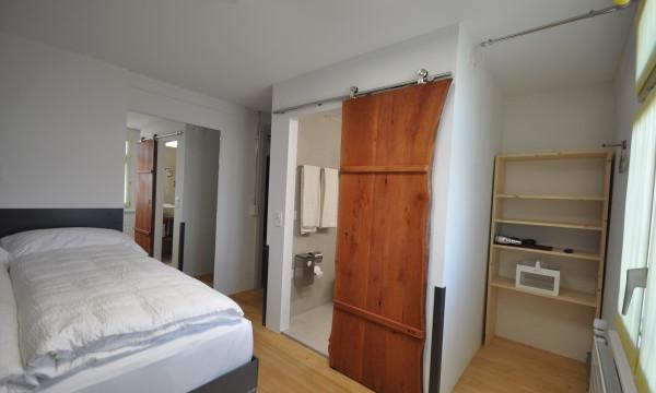 BS16 Hotel Bern Zimmer 14 - Auf einem Balkon in Dubai - BS16