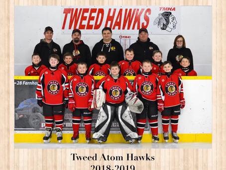 Atom A Tweed Hawks hockey team donates to FARM 911