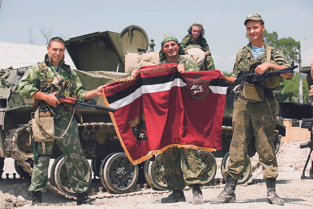 Захваченное знамя одного из соединений ВСС Грузии