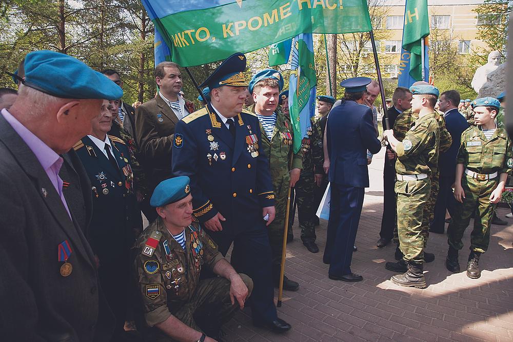 Командующий ВДВ В. Шаманов на встрече с ветеранами