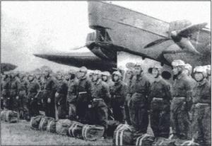 Парашютисты особого авиадесантного отряда № 3 перед посадкой в самолет ТБ-1. 1932 год. ВДВ 90 лет