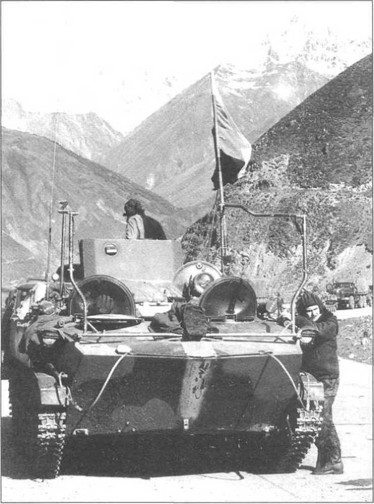 Командно-штабная машина БМД-1КШ «Сорока» одного из подразделений российских миротворческих сил. Южная Осетия, июль 1992 год. 90 лет ВДВ