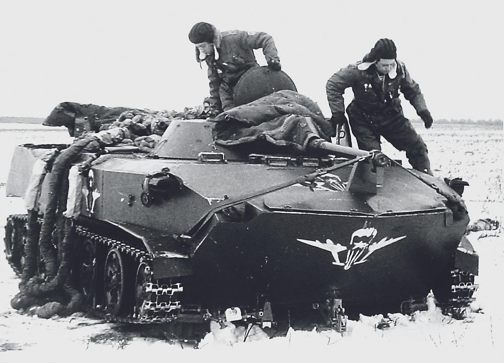 Экипаж БМД при отработке системы «Реактавр». 23 января 1976 г.