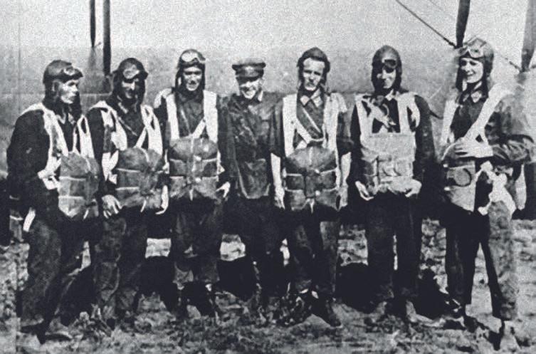Первый десант, справа – Мошковский. 90 лет ВДВ
