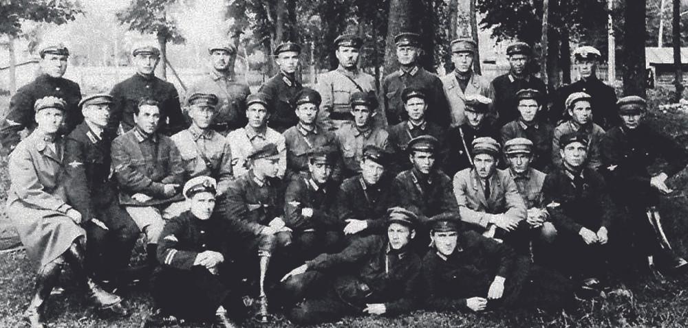 Первые курсы по подготовке инструкторов парашютного дела. 90 лет ВДВ