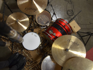 Mono Drums with 2 Microphones.