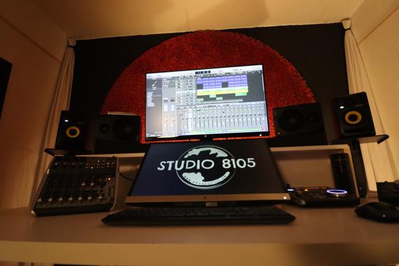 STUDIO 8105