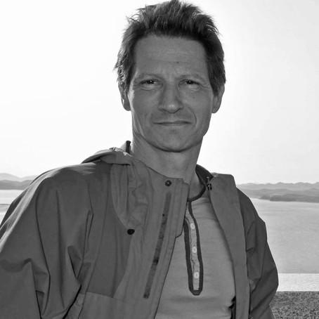 Julian Stallabrass'la Mardin, bienaller ve kırlangıçlar üzerine