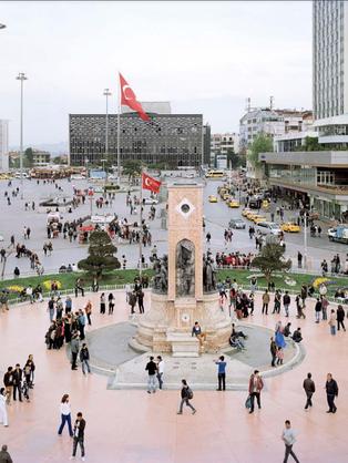 Serkan Taycan'ın Kente Doğru sergisi Müze Gazhane'de
