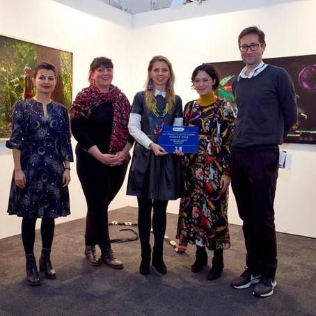 Nilbar Güreş, Londra Sanat Fuarı'nda De'Longhi Art Projects Sanatçı Ödülü 2018'in Sahibi Oldu