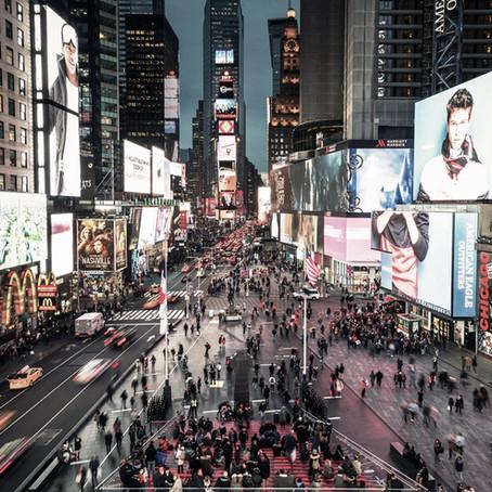 Erdal İnci'ninCentipedes eseri New York Times Square'de