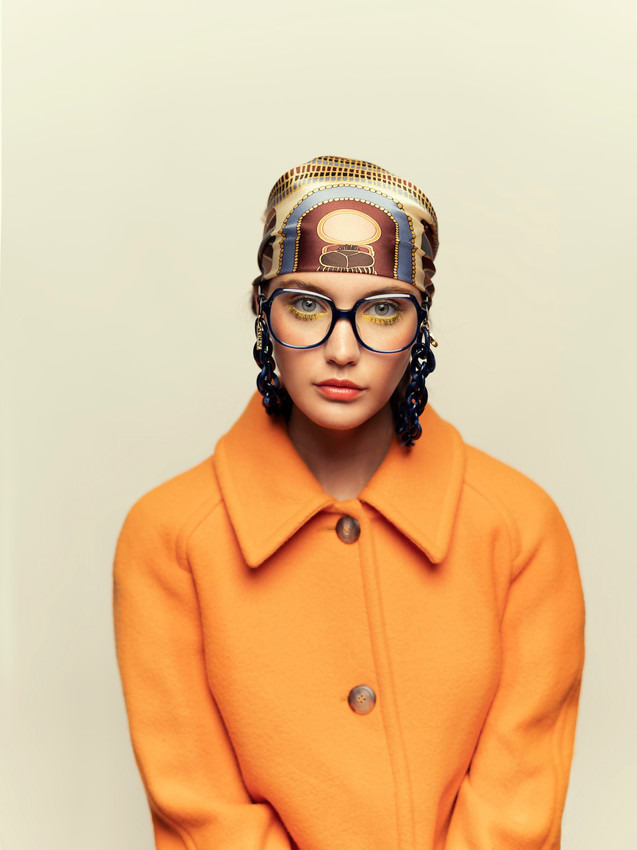 Coat AMERICAN VINTAGE, Scarf FREYWILLE, Eyeglasses and chain KALEOS.