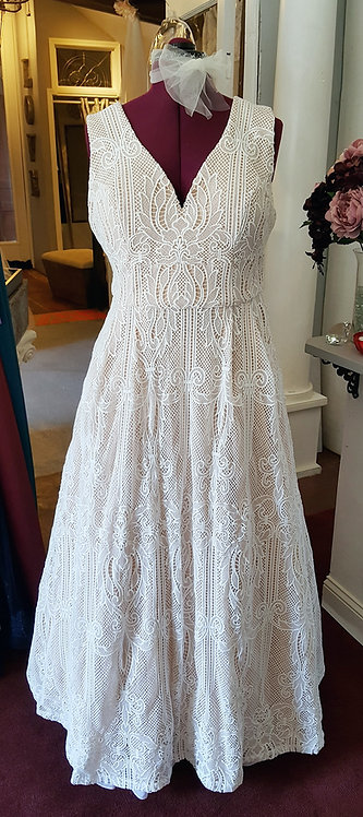 Large Lace Patterned Gown