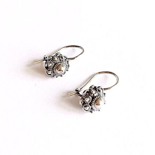 zilveren oorbellen met zeeuwse knop