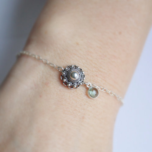Zilveren armbandje met zilveren Zeeuwse knop en natuurstenen bedeltje