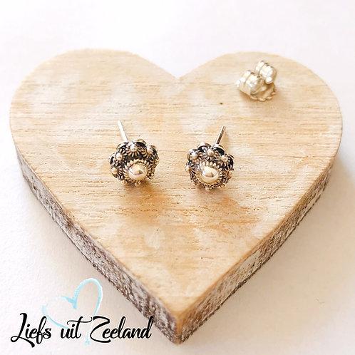 zilveren oorknopjes met zeeuwse knop