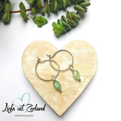 zilveren oorbellen met groene toermalijn hangertjes
