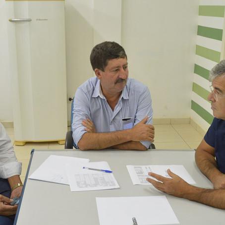 Prefeito Caetano recebe visita do senador Jorge Viana em seu gabinete