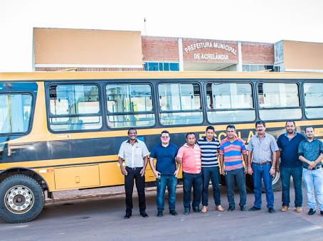 Acrelândia recebe ônibus novo do programa Caminho da Escola
