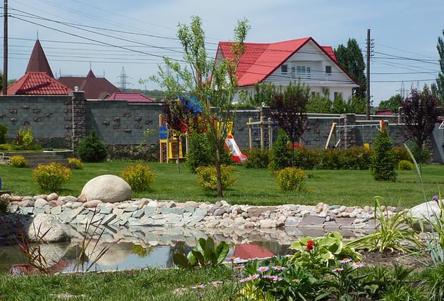 пруд в декоративном саду