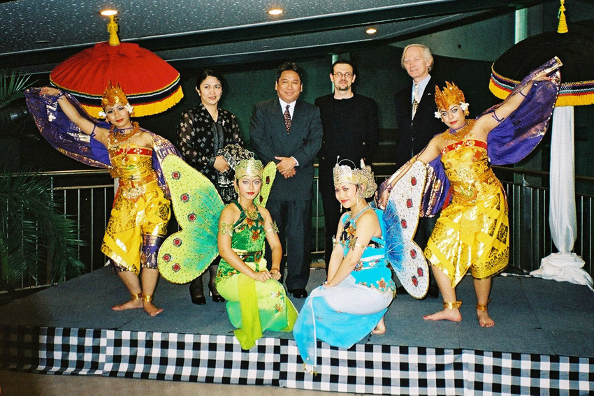 Ensemble photo with Bali dancers