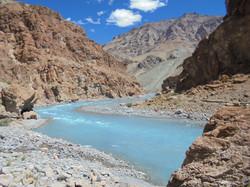 Roca colinas y Agua