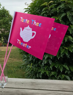 Zwaaivlaggetjes - Tante Thee Theater