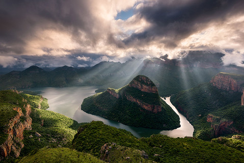VALLEY OF THE LEOPARD by Hougaard Malan
