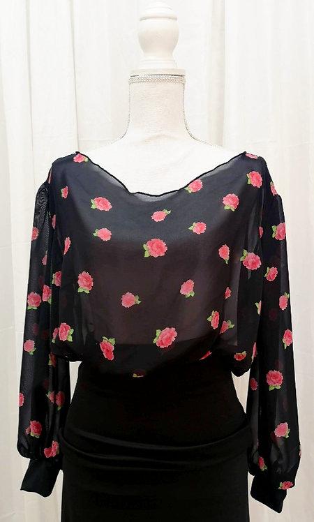 Blusa negra con florecitas rosas