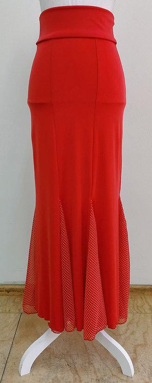Falda roja con godetes de lunares
