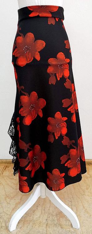 Falda negra con flores rojas