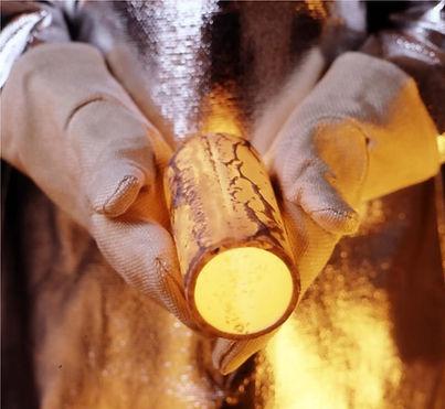 RNG Performance Materials anufactres high temperature gloves capable of 1000 degre celcius temperature resistance using fiberglass and aluminized fiberglass fabrics