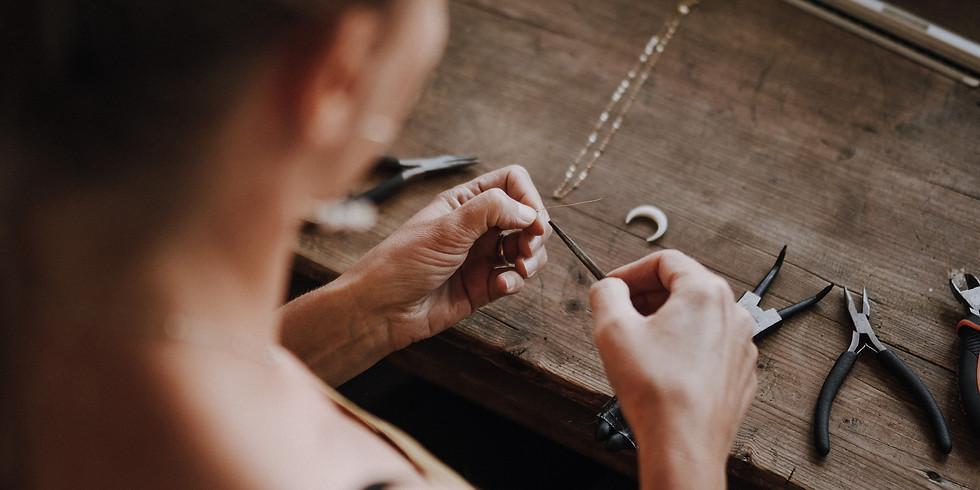 Mes Amulettes propose un atelier intuitif de création de bracelets en pierres gemmes