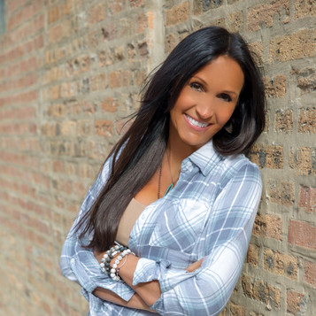 Chicago SEO Lyfe founder Julia Rose leaning on brick wall